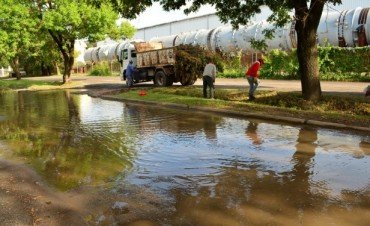 El Municipio limpió bocas de tormenta y sumideros en inmediaciones de la Escuela Técnica
