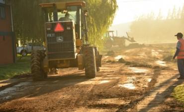 Trabajos de limpieza y mantenimiento en el barrio Las Acacias