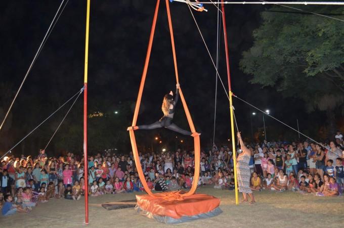 """Cientos de vecinos disfrutaron de """"El circo en el Parque"""""""