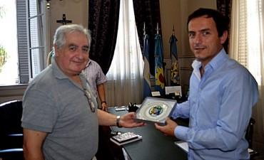 Campana estrecha lazos con la ciudad uruguaya de Carmelo