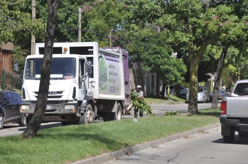Se incorporan dos camiones para la recolección de montículos y elementos en desuso