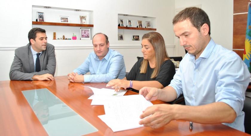 Abella firmó con Provincia un convenio para la aplicación de un nuevo sistema informático
