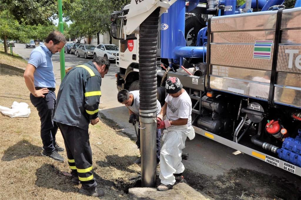 Limpian los desagües pluviales en distintos puntos de la ciudad