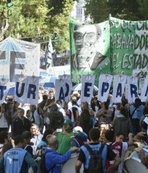 Marcha en la ciudad para reclamar paritarias libres