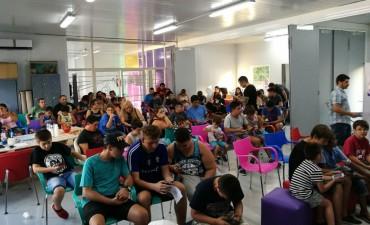 Más de 80 jóvenes se sumaron a un nuevo torneo de Clash Royale