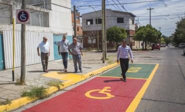 El Municipio reacondiciona la señalética en los edificios públicos escolares