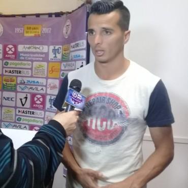 Villa Dàlmine con la vuelta de Renso Pèrez juega en Campana