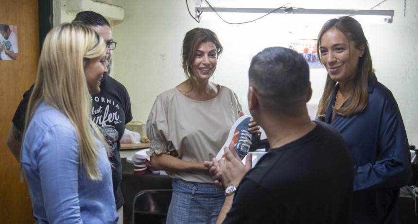 MARÍA EUGENIA VIDAL Y JULIANA AWADA VISITARON A TRABAJADORES DE PUERTA DE HIERRO