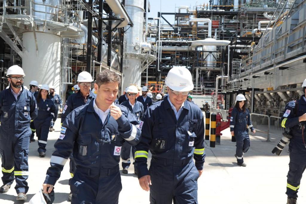 El gobernador de la provincia de Buenos Aires  visitó la refinería de AXION energy en Campana