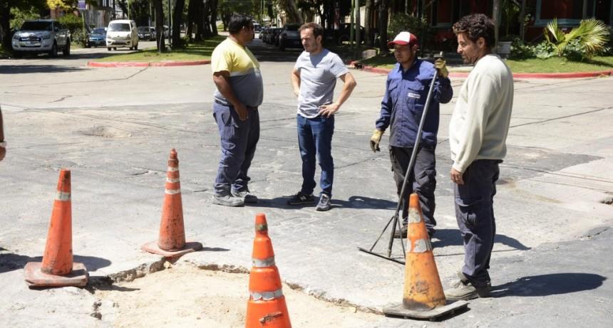 Plan bacheo: reparan la intersección de Berutti y Luis Costa