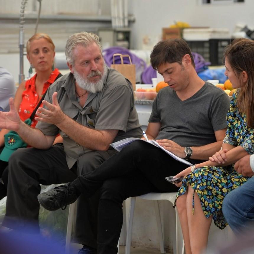 Kicillof se reunió con trabajadores de la economía popular en un Centro de Acopio de La Plata