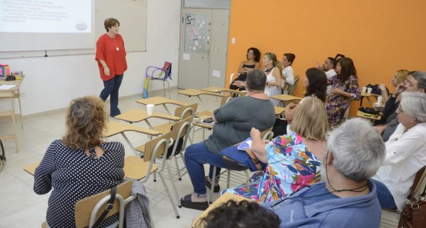 Talleristas municipales participaron de una capacitación antes del inicio de clases