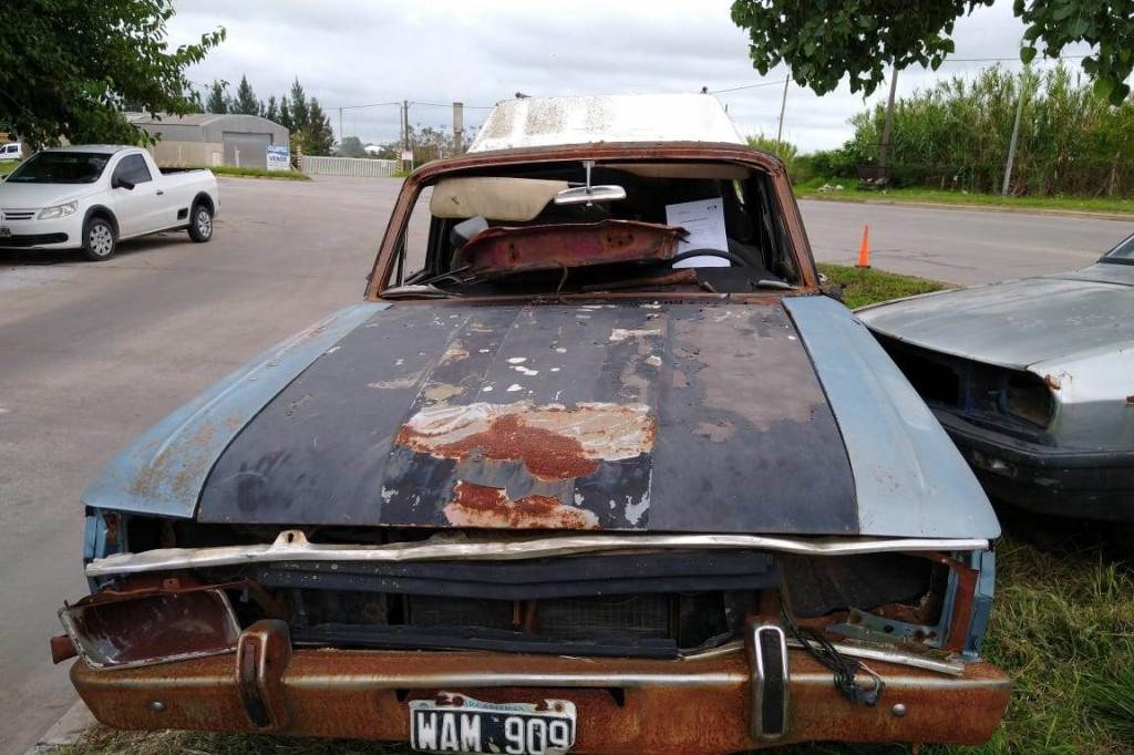 Continúa el retiro de vehículos abandonados en la vía pública