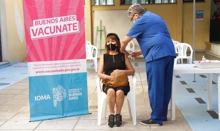 Comenzó la vacunación a docentes en Campana