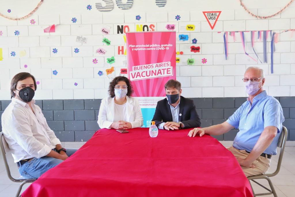 Kicillof y Vizzotti visitaron una posta de vacunación en Morón