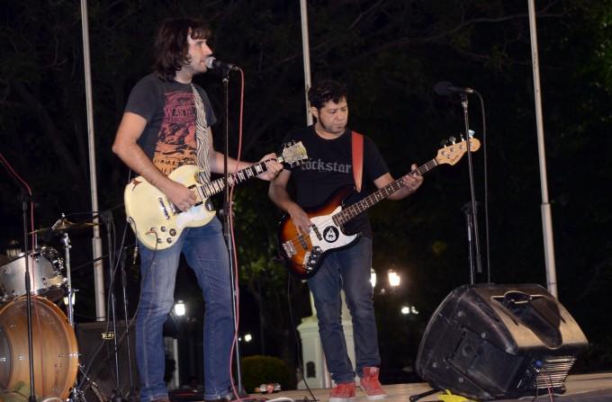 El rock sonó en la plaza Eduardo Costa