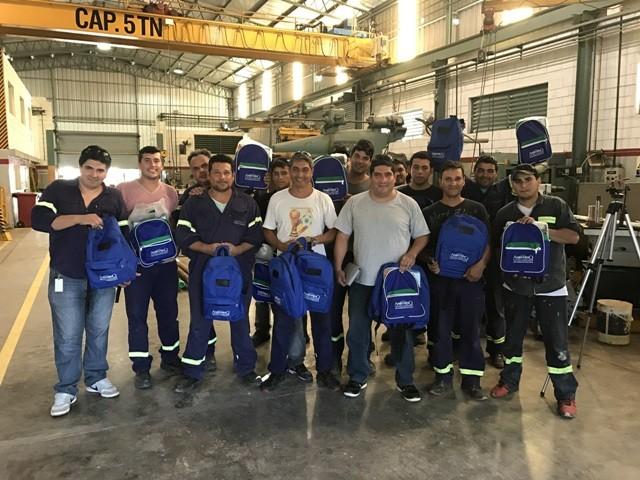 El personal de Ameghino recibió mochilas y kits escolares para el comienzo del ciclo escolar de sus hijos