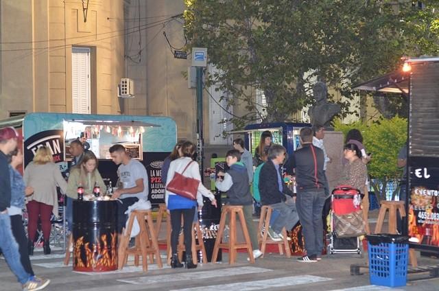 La música y la gastronomía volvieron a la plaza Eduardo Costa