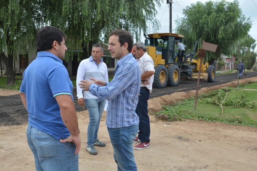 El Intendente recorrió el barrio Lubo donde se continúa colocando RAP en las calles de tierra