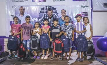 Plan Nutriendo Redes: se entregaron 270  mochilas con útiles escolares