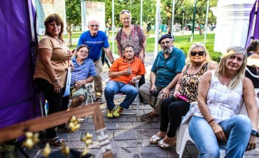 Los talleres municipales desplegaron todo su arte en la plaza Eduardo Costa