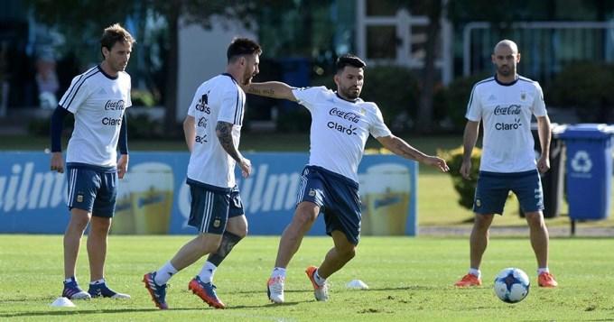 Bauza confirmó: Agüero titular, Dybala ni al banco