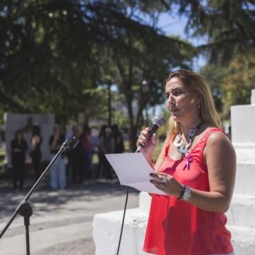 8M: en su día, mujeres de la ciudad realizaron un abrazo simbólico en la plaza Eduardo Costa