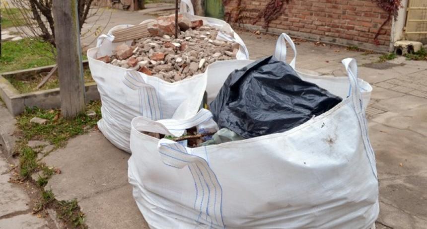 Se sancionará a los vecinos que acopien material sobre la vereda o vía pública