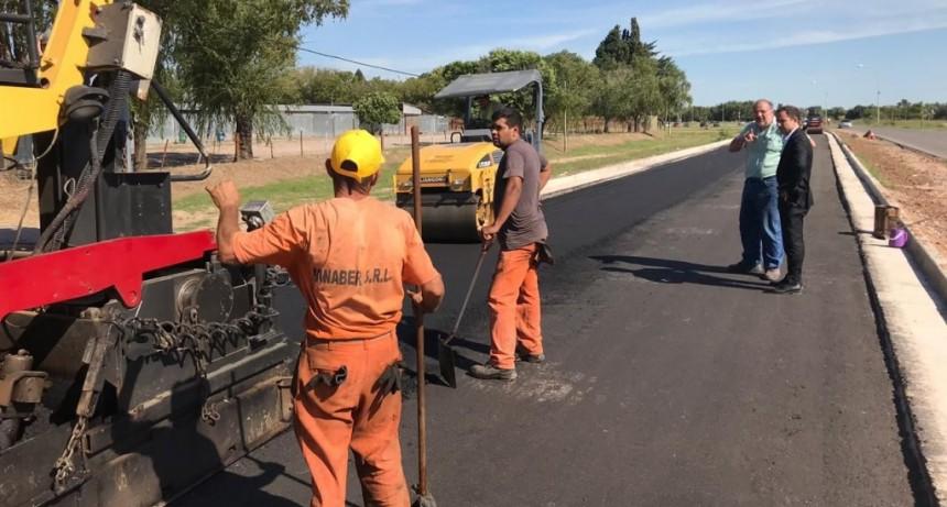 Se comenzó a asfaltar la ampliación de la avenida Rivadavia