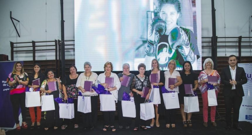 """Se presentó la segunda edición del libro """"Mujeres de Campana, ampliando márgenes"""""""