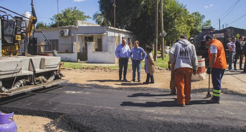 Realizan obras de ampliación y asfaltan la calle de la Escuela Nº 15 de Otamendi