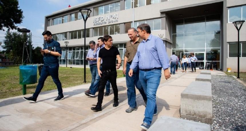 Kicillof visitó los comités de emergencia de Alte. Brown, Lomas y Echeverría