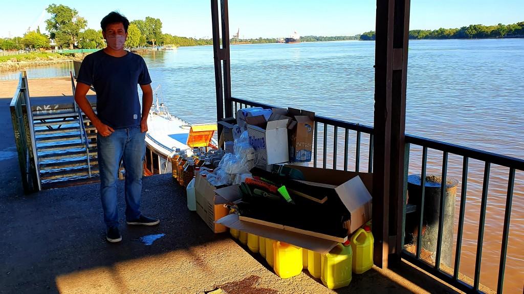Alejo sarna entregó kits de limpieza a escuelas del delta