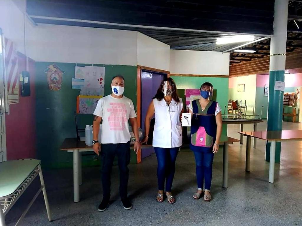 El MRP donó termómetro digital a la escuela de San Cayetano