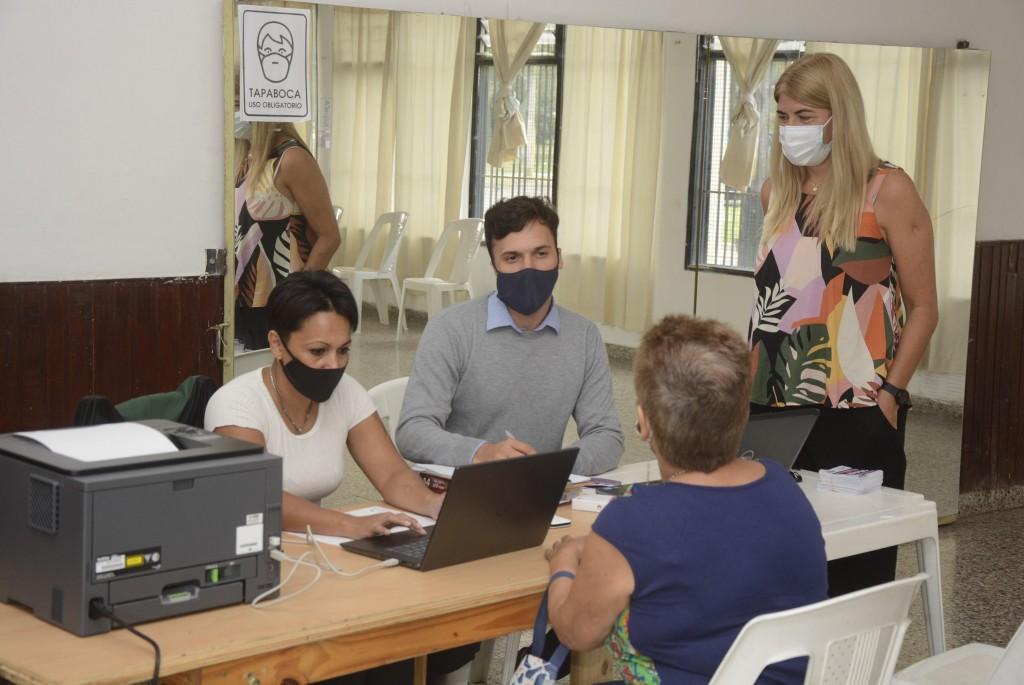 Vecinos de Ariel del Plata y Siderca se asesoraron sobre pago de tasas y servicios cerca de sus casas
