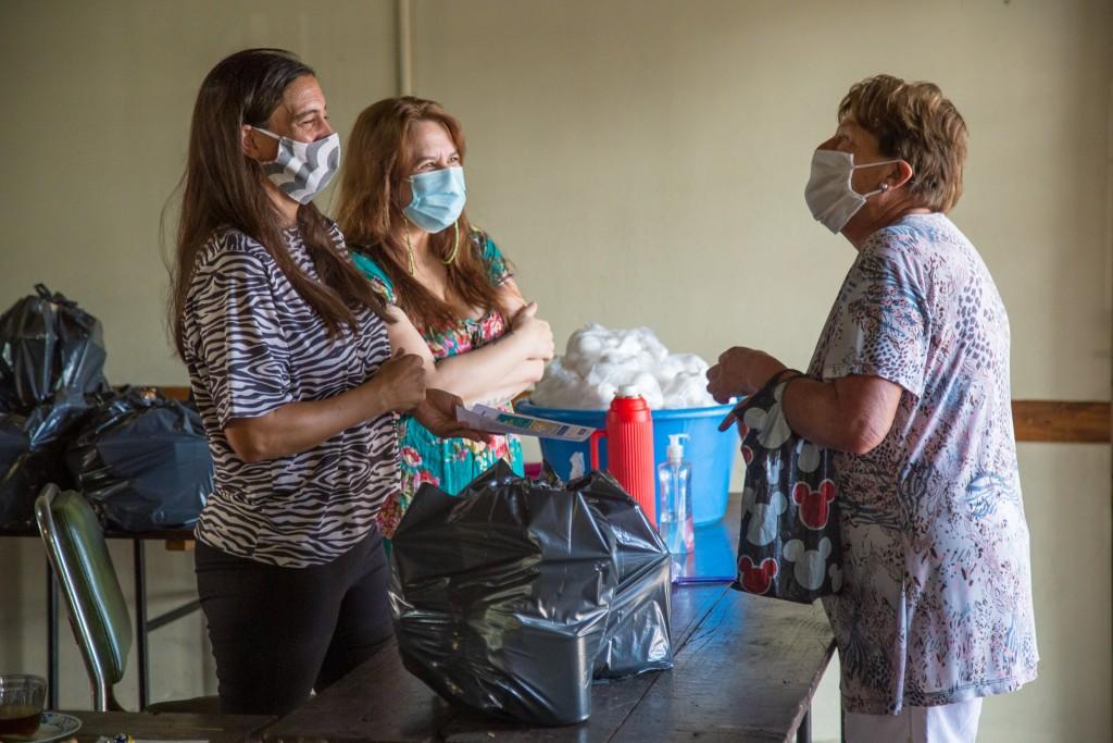 El Municipio entregó asistencia alimentaria a adultos mayores en situación de vulnerabilidad