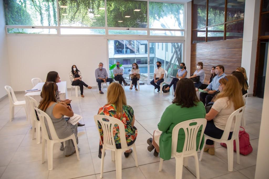Elisa Abella se reunió con directivos de secundaria de colegios privados
