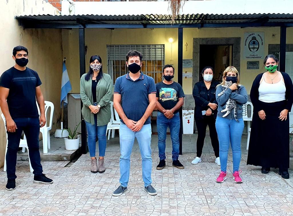 Alejo Sarna y su equipo inscribieron a vecinos para vacunarse en barrio Del Pino
