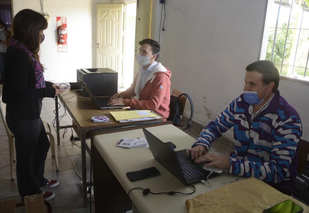 Vecinos de Los Pioneros y Lubo se asesoraron sobre pago de tasas y servicios