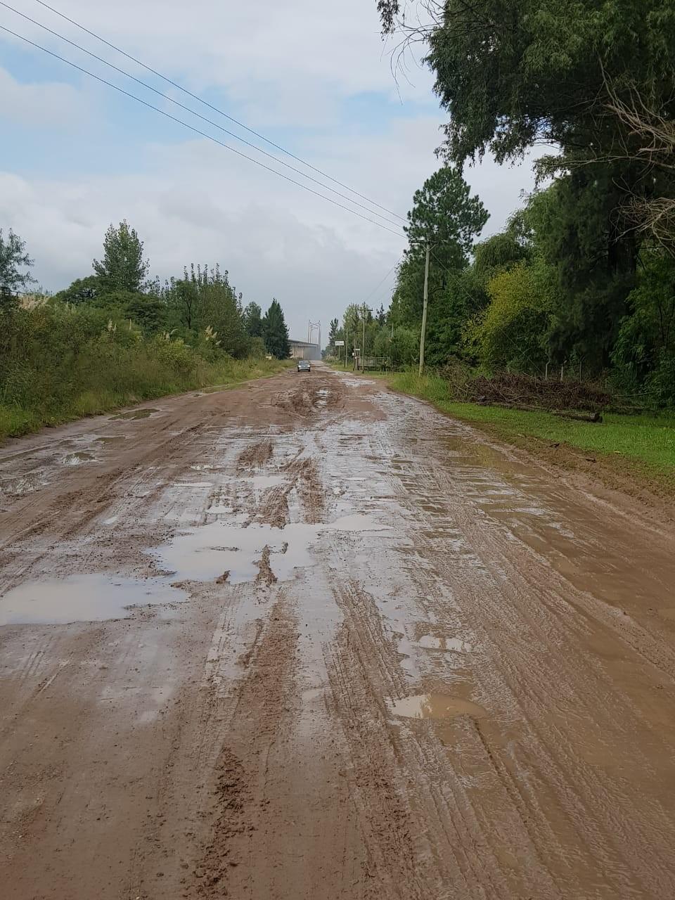 El Municipio sigue gestionando ante Vialidad la reparación del camino ex-ruta 12, a la vera del Canal Irigoyen