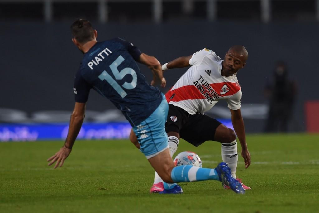 River Plate no pudo con el cerrojo de Racing Club