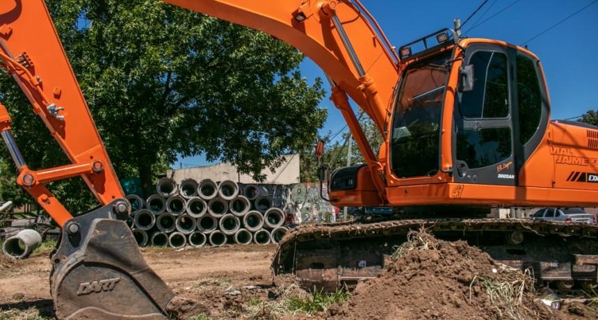Continúan las obras de saneamiento y reconstrucción de la calzada en el barrio Sarmiento