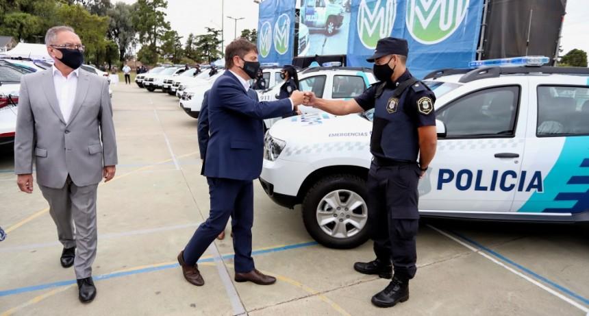 ITUZAINGÓ : Kicillof y Descalzo pusieron en marcha nuevos patrulleros para la prevención del delito