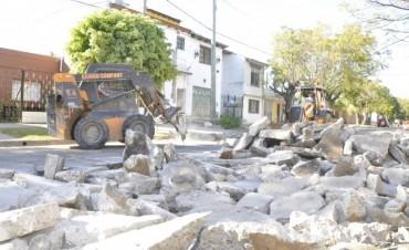 Avanzan las obras del Programa de Bacheo en la calle Almirante Brown