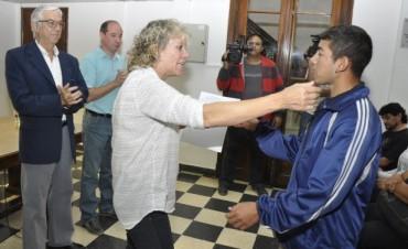 """En el Salón """"Ezio Mollo""""    Se entregaron nuevas Pensiones Nacionales a vecinos de Campana"""