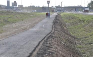 La Intendente Giroldi visitó las obras de la nueva bicisenda de ruta 6