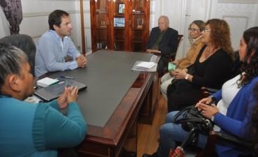 """Abella recibió a las autoridades del Centro de Jubilados """"Las Violetas de Otamendi"""""""