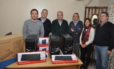 El Intendente entregó computadoras al Hospital para mejorar la atención