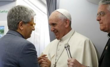 Invitan a un encuentro abierto con el autor del libro-entrevista al Papa