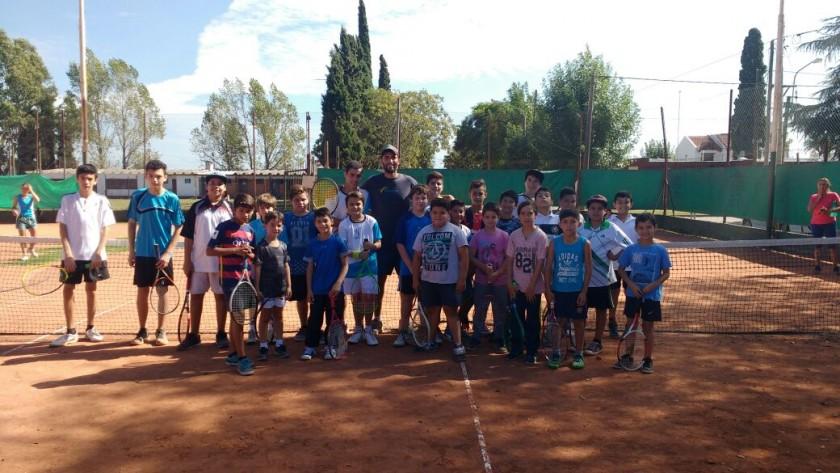 Por primera vez, el Municipio incorpora el Tenis a las escuelas deportivas